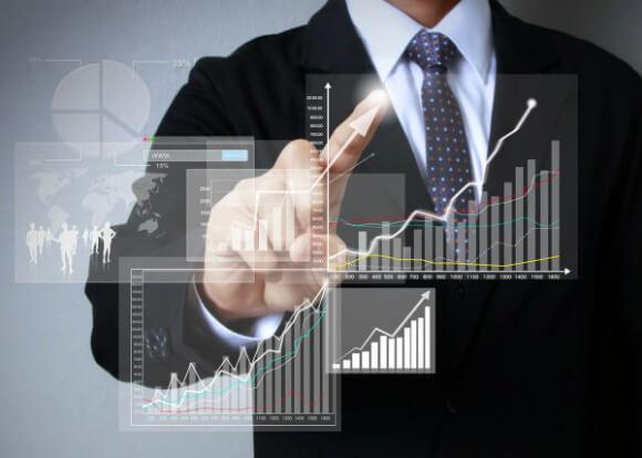 Demonstrativo de evolução dos negócios através de gráficos interativos, representando o cálculo de ROI em projetos de ERP.