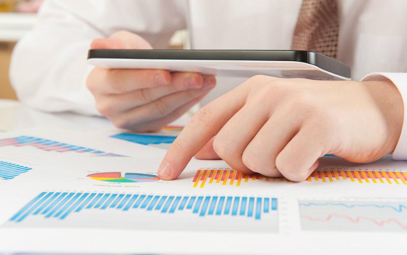Imagem representando os benefícios da implantação de erp para a redução de custos das empresas